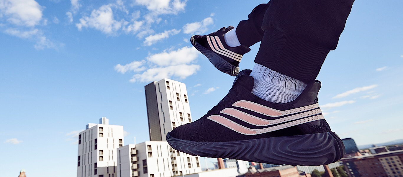 adidas Originals Sobakov in schwarz-pink