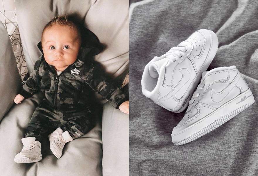 Baby in Nike Trainingsanzug mit Nike Air Force 1