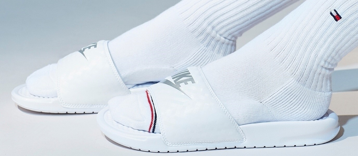 Weiße Nike Benassi Slipper